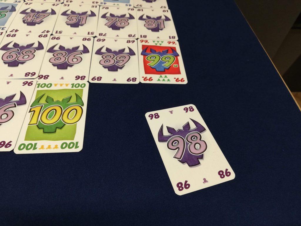 98のカードを出した。