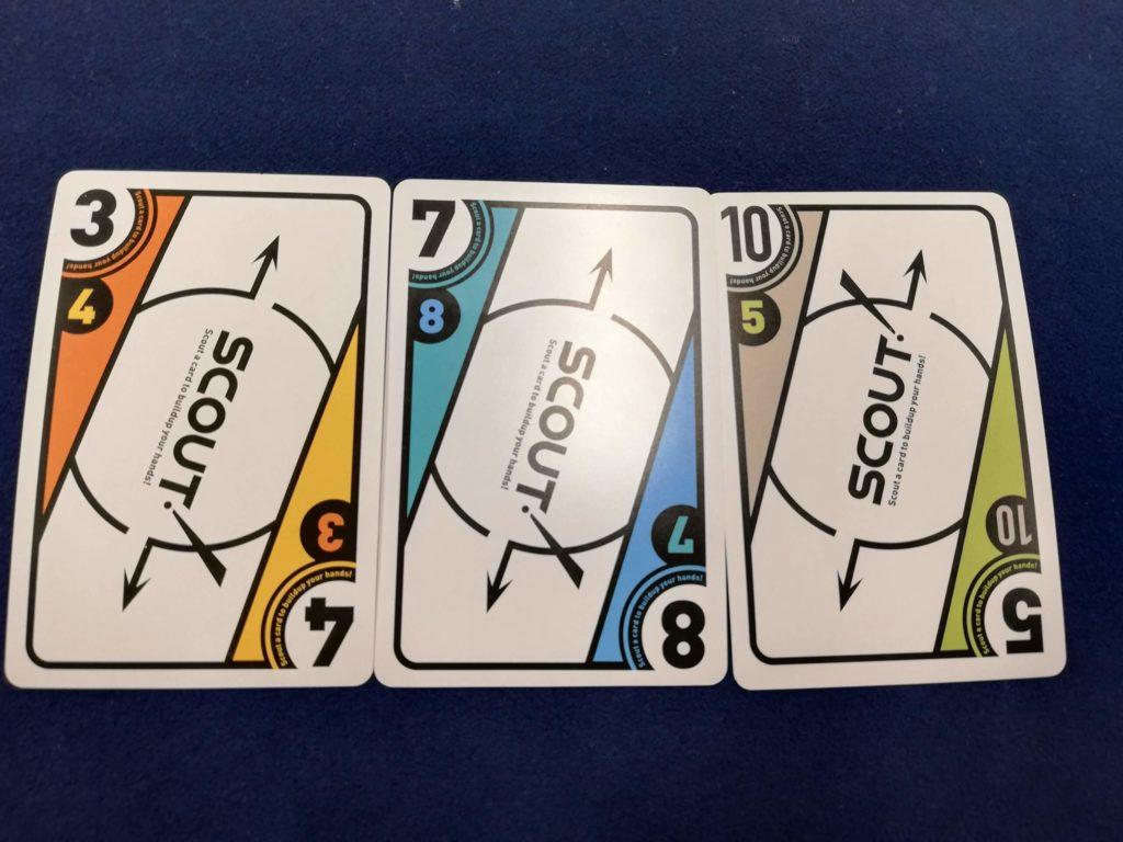 カードの上下に数字が書かれている。