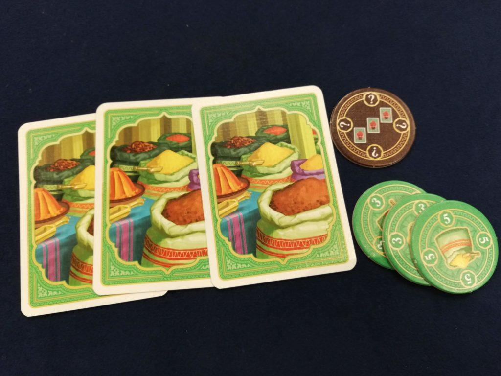 緑の商品カード3枚を捨ててチップを得る