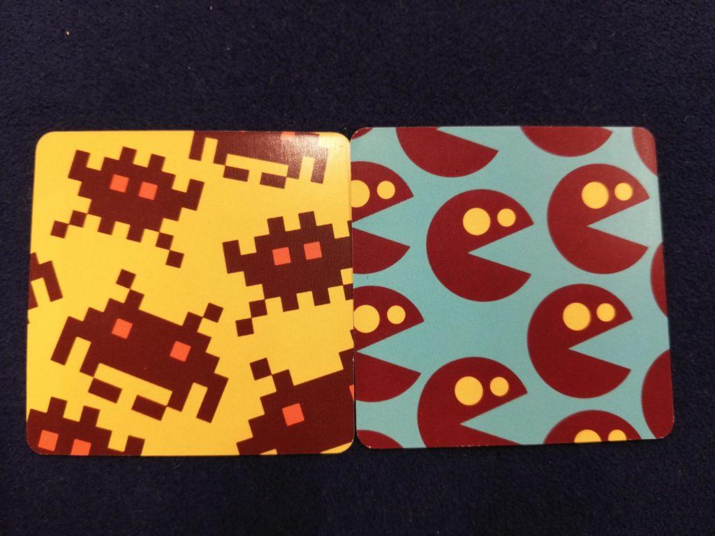 インベーダーゲームとパックマンの絵柄のカード